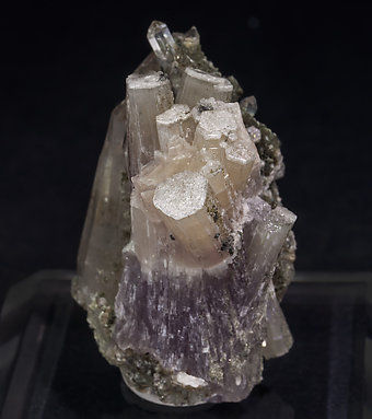 Fluorapatite with Quartz, Muscovite and Chlorite. Side