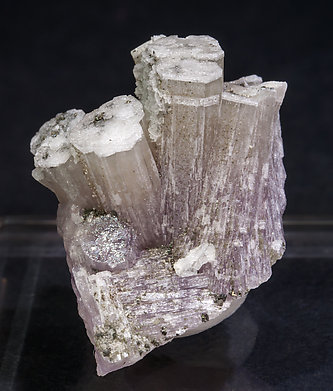 Fluorapatite with Chlorite. Front