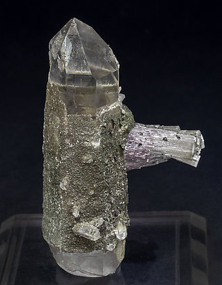 Fluorapatite with Quartz and Chlorite. Front
