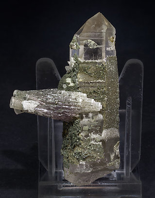 Fluorapatite with Quartz and Chlorite. Rear