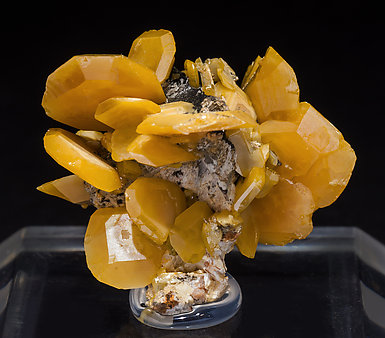 Wulfenite with Mottramite. Front
