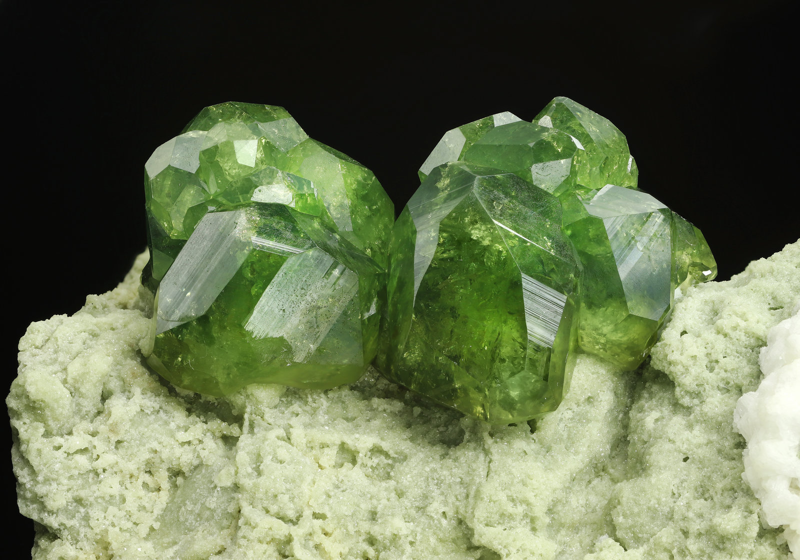 specimens/s_imagesAL7/Andradite_demantoid-MA27AL7_0877_d.jpg