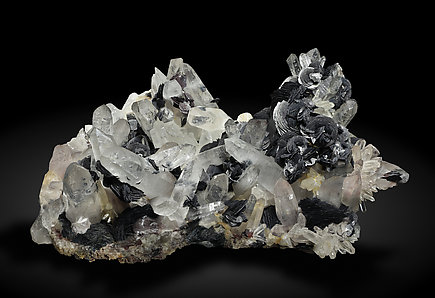 Hematite (variety iron rose) with Quartz. Front / Photo: Joaquim Callén