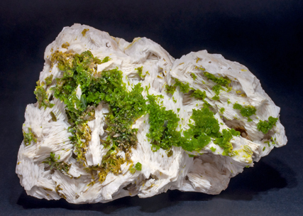 Pyromorphite on Baryte. Side