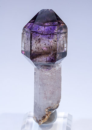 Quartz scepter (variety smoky and amethyst). Rear