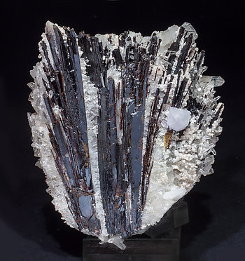 Hübnerite with Quartz and Fluorite. Front