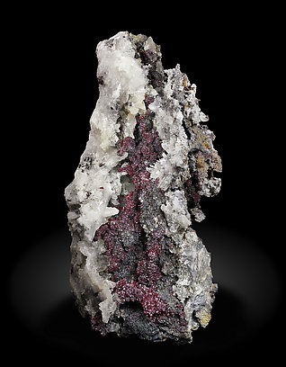Proustite with Silver, Acanthite and Quartz. Front / Photo: Joaquim Callén