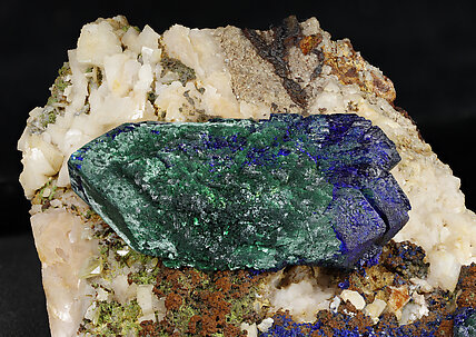Doubly terminated Azurite with Malachite and Dolomite. Detail / Photo: Joaquim Callén