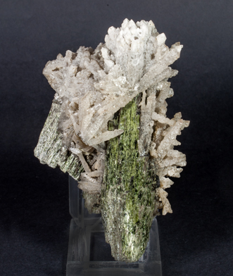 Hedenbergite with Quartz. Side