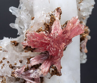Inesite with Hubeite and Quartz.