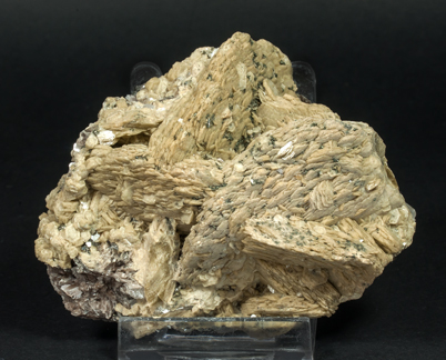 Siderite with Quartz, Fluorapatite and Dravite-Schorl.