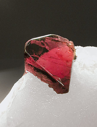 Spinel on Calcite.