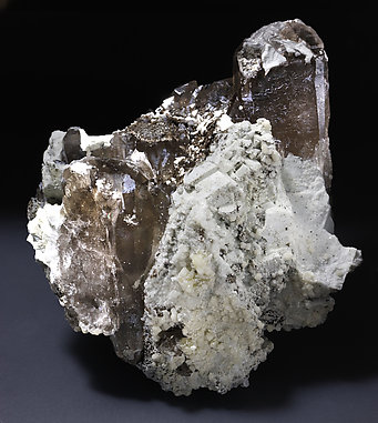 Bavenite, Albite, Quartz (variety smoky).