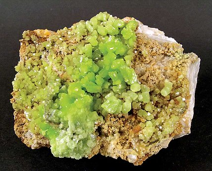 Pyromorphite on Barite.