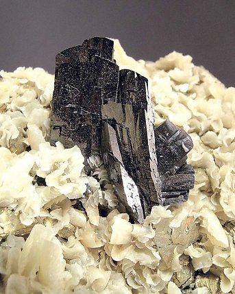 Ferberite with Calcite.