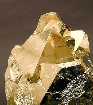 Pyrite octahedral.