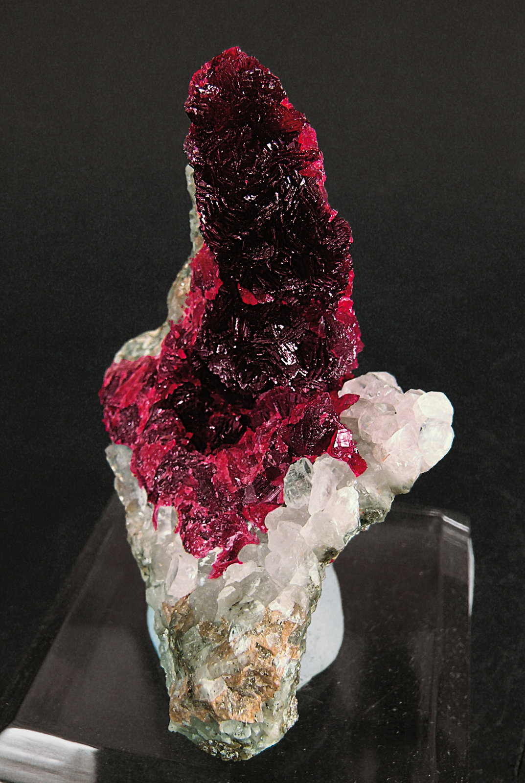 Roselite-beta with Calcite
