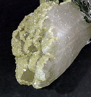 Doubly terminated Ferberite with doubly terminated Quartz. Bottom