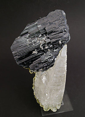 Doubly terminated Ferberite with doubly terminated Quartz. Front