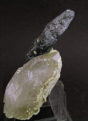 Doubly terminated Ferberite with doubly terminated Quartz. Side