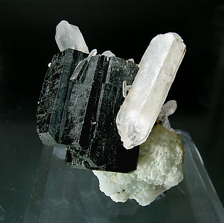 Babingtonite with Prehnite and Quartz. Side