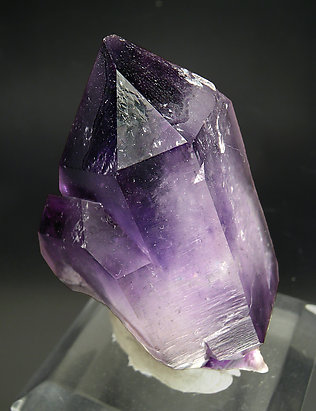Doubly terminated Quartz (variety amethyst). Side
