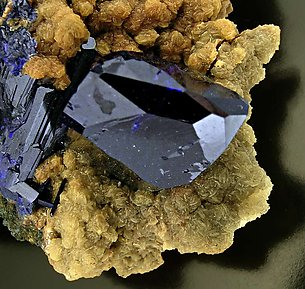 Azurite on Smithsonite. Top