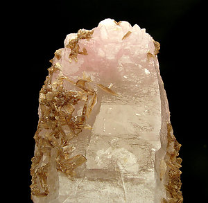 Eosphorite on Quartz with Feldspar.