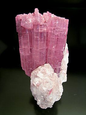 Elbaite (variedad rubellite) with Mica and Quartz.