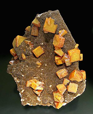 Wulfenite with Vanadinite (variety endlichite). Side