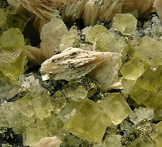 Fluorite with Baryte, Tetrahedrite and Chalcopyrite.