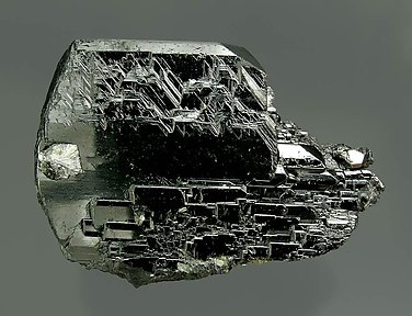 Ferberite with Muscovite and Siderite.