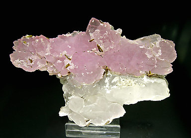 Quartz (variety rose) with Quartz and Eosphorite.