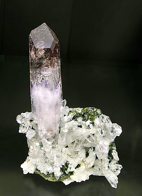 Quartz (variety amethyst) and Epidote.