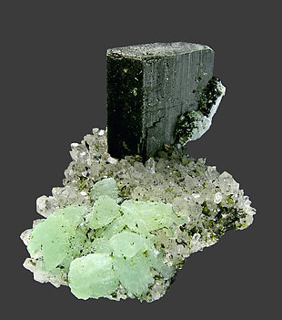 Babingtonite with Prehnite, Quartz and Epidote. Side