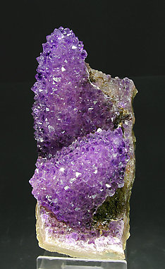 Quartz (variety amethyst) pseudomorph after Calcite. Side
