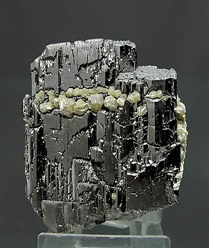 Ferberite with Muscovite and Siderite. Front