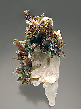 Childrenite with Quartz.