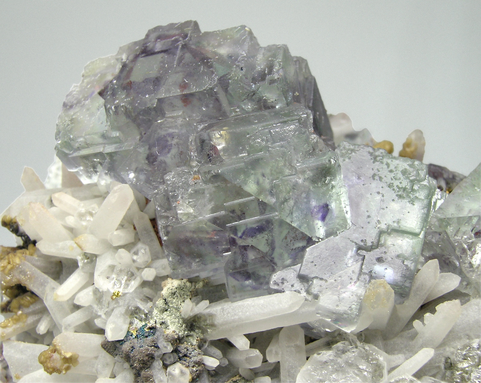 Fluorite with Quartz, Chalcopyrite and Siderite