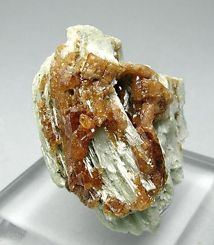 Grossular (hessonite) with Clinozoisite.