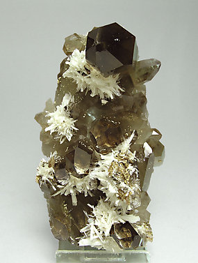 Bertrandite with smoky Quartz. Side