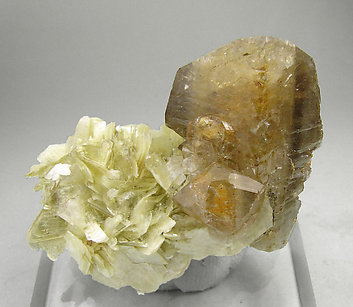 Herderite with Muscovite. Front