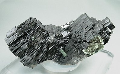 Ferberite with Fluorapatite and Mica. Side