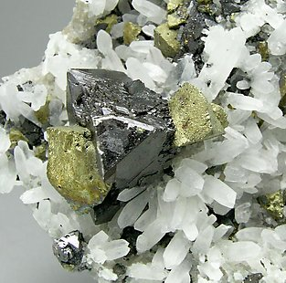 Sphalerite with Chalcopyrite and Quartz.