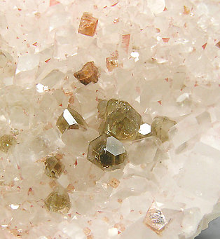 Svanbergite with Magnesite and Uvite.