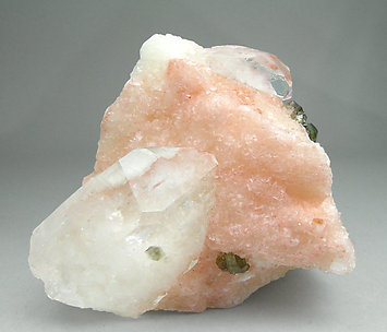 Uvite with Quartz, Magnesite and Calcite. Front