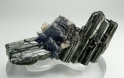 Bournonite with Fluorite, Muscovite and Jamesonite.
