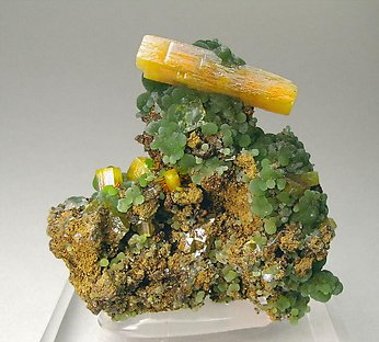 Wulfenite with Mimetite. Front