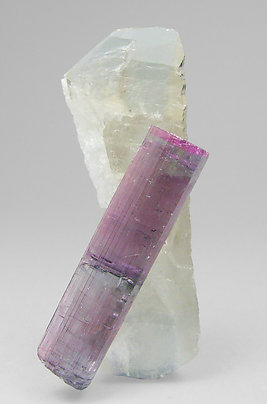 Elbaite (variedad rubellite) with doubly terminated Quartz.