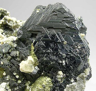 Sphalerite with Chalcopyrite, Siderite, Muscovite and Calcite.
